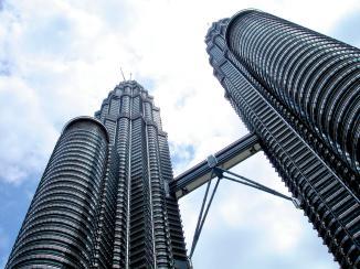 torres-petronas